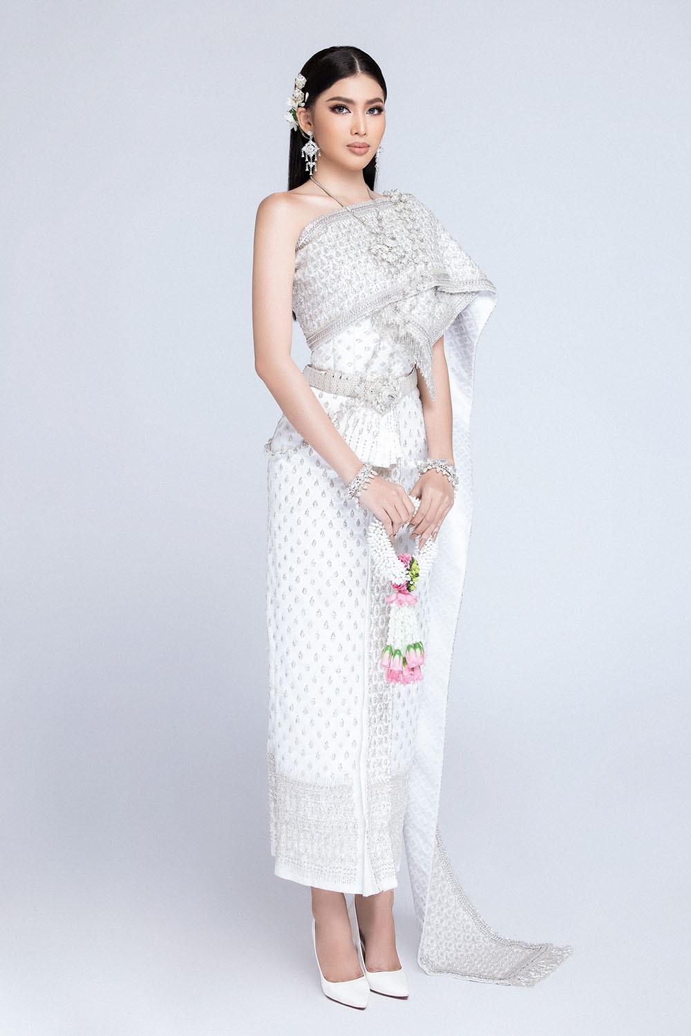 Sau khi bị hack instagram, Ngọc Thảo tung bộ ảnh đẹp 'đỉnh cao' khi mặc quốc phục Thái Lan ảnh 1