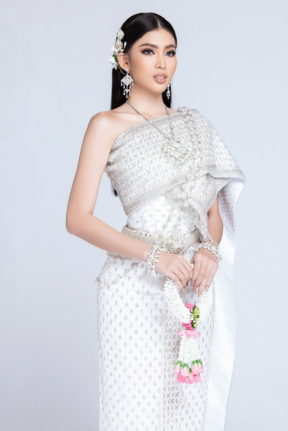 Sau khi bị hack instagram, Ngọc Thảo tung bộ ảnh đẹp 'đỉnh cao' khi mặc quốc phục Thái Lan ảnh 7