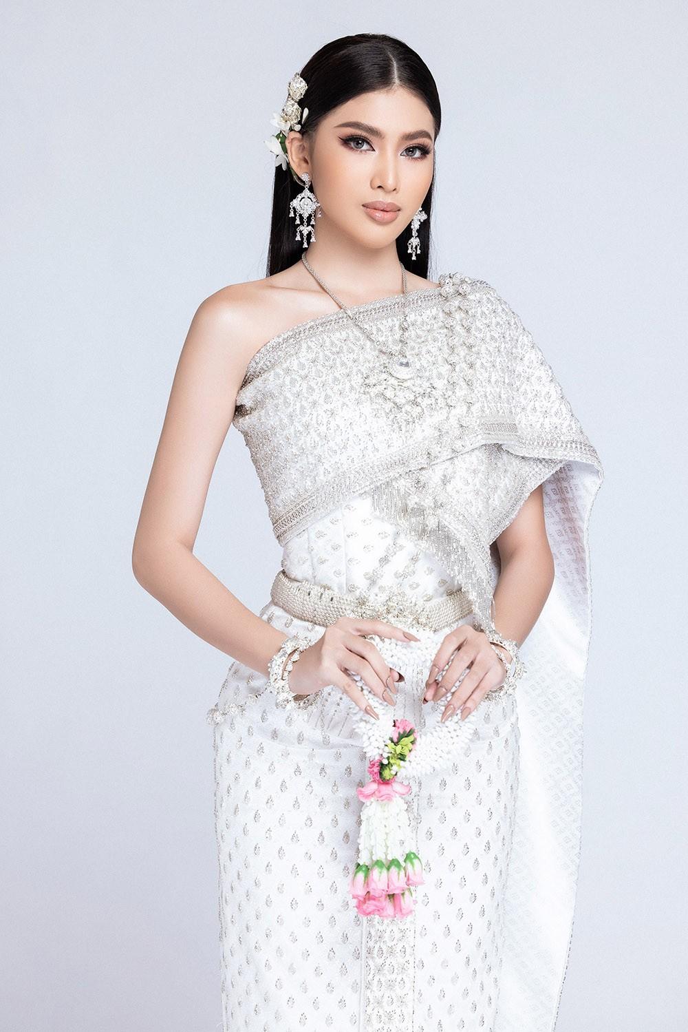 Sau khi bị hack instagram, Ngọc Thảo tung bộ ảnh đẹp 'đỉnh cao' khi mặc quốc phục Thái Lan ảnh 8