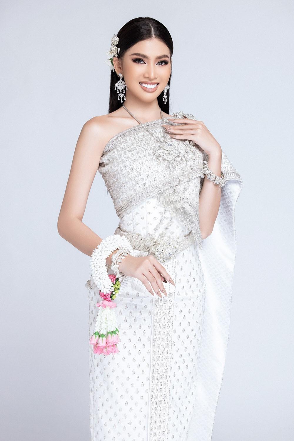 Sau khi bị hack instagram, Ngọc Thảo tung bộ ảnh đẹp 'đỉnh cao' khi mặc quốc phục Thái Lan ảnh 9