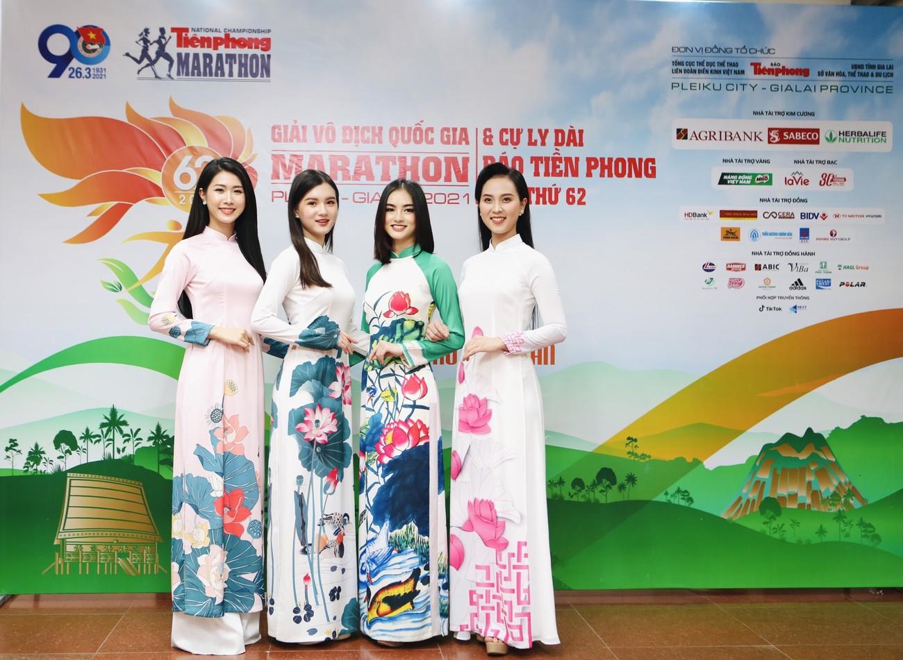 Dàn Hoa, Á hậu đọ sắc xinh đẹp tại họp báo Tiền Phong Marathon 2021 ảnh 8