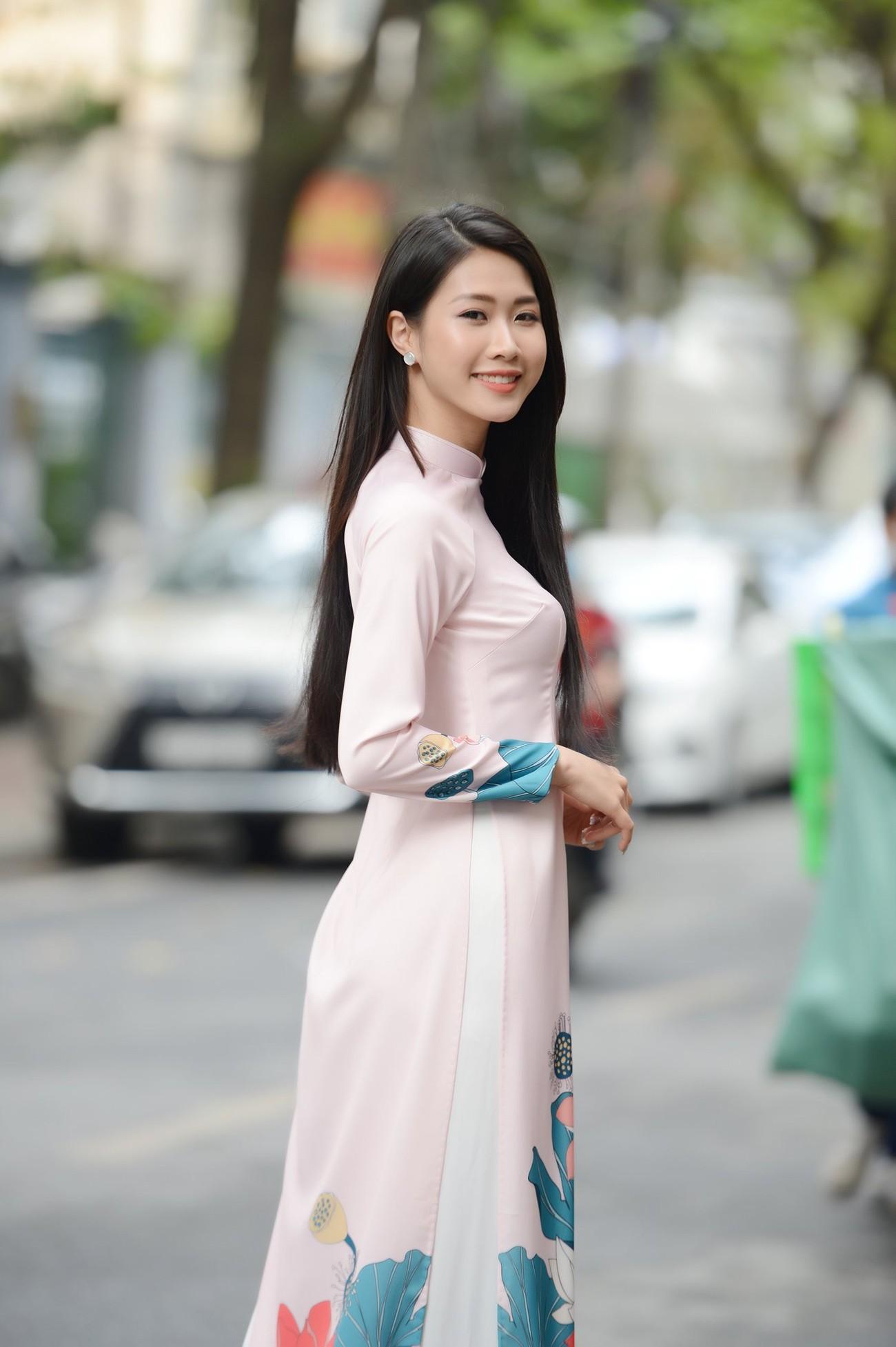 Dàn Hoa, Á hậu đọ sắc xinh đẹp tại họp báo Tiền Phong Marathon 2021 ảnh 6