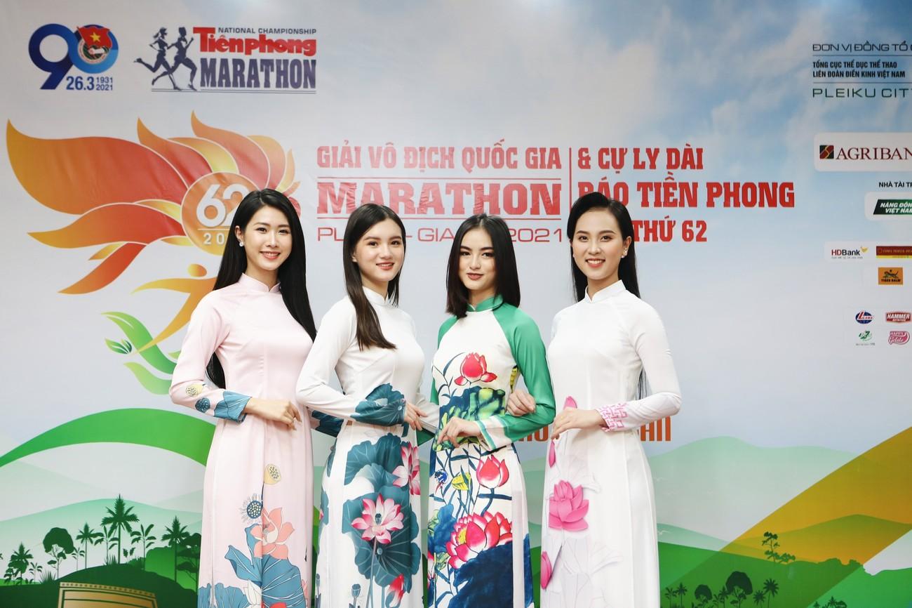 Dàn Hoa, Á hậu đọ sắc xinh đẹp tại họp báo Tiền Phong Marathon 2021 ảnh 9