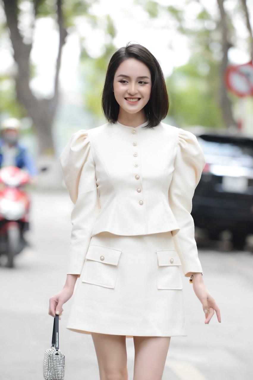 Dàn Hoa, Á hậu đọ sắc xinh đẹp tại họp báo Tiền Phong Marathon 2021 ảnh 3