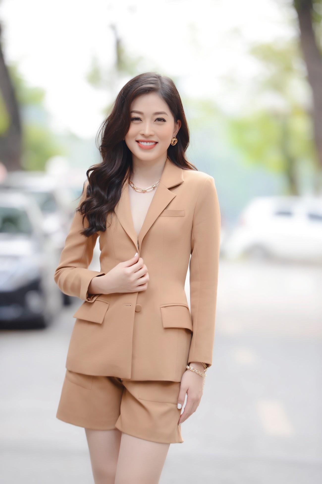 Dàn Hoa, Á hậu đọ sắc xinh đẹp tại họp báo Tiền Phong Marathon 2021 ảnh 4
