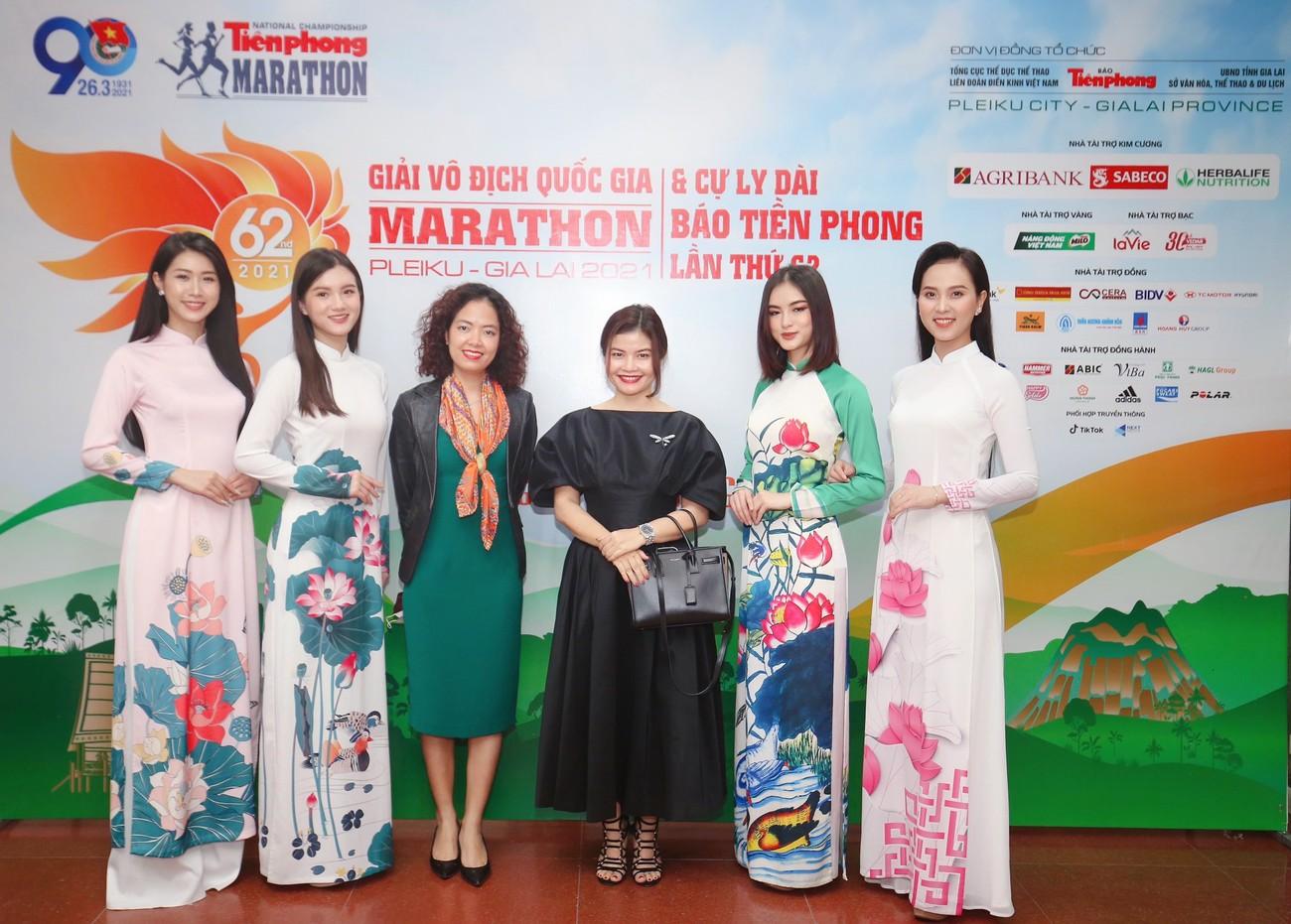 Dàn Hoa, Á hậu đọ sắc xinh đẹp tại họp báo Tiền Phong Marathon 2021 ảnh 15
