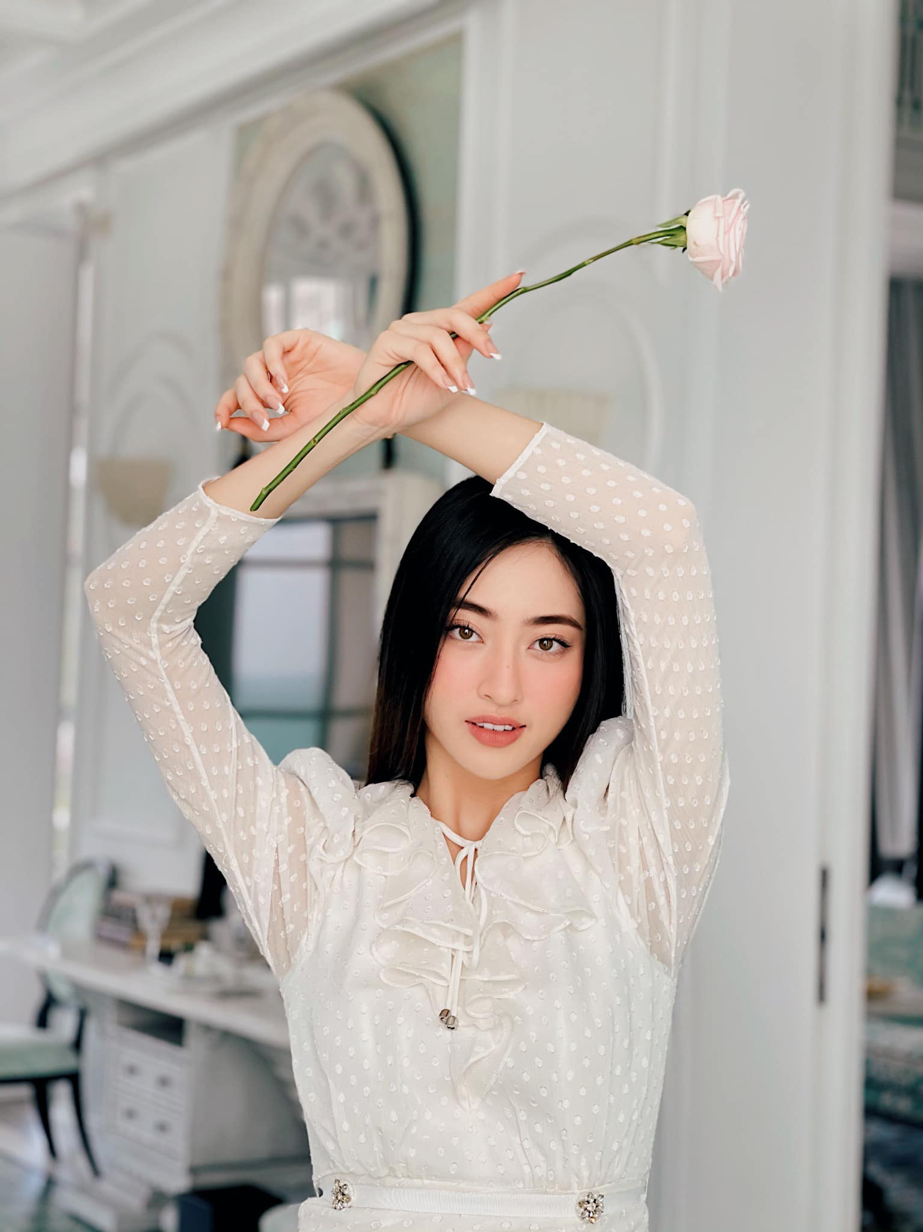 Đỗ Thị Hà xinh đẹp với trang phục lạ mắt, Á hậu Phương Anh sexy với bikini ảnh 4