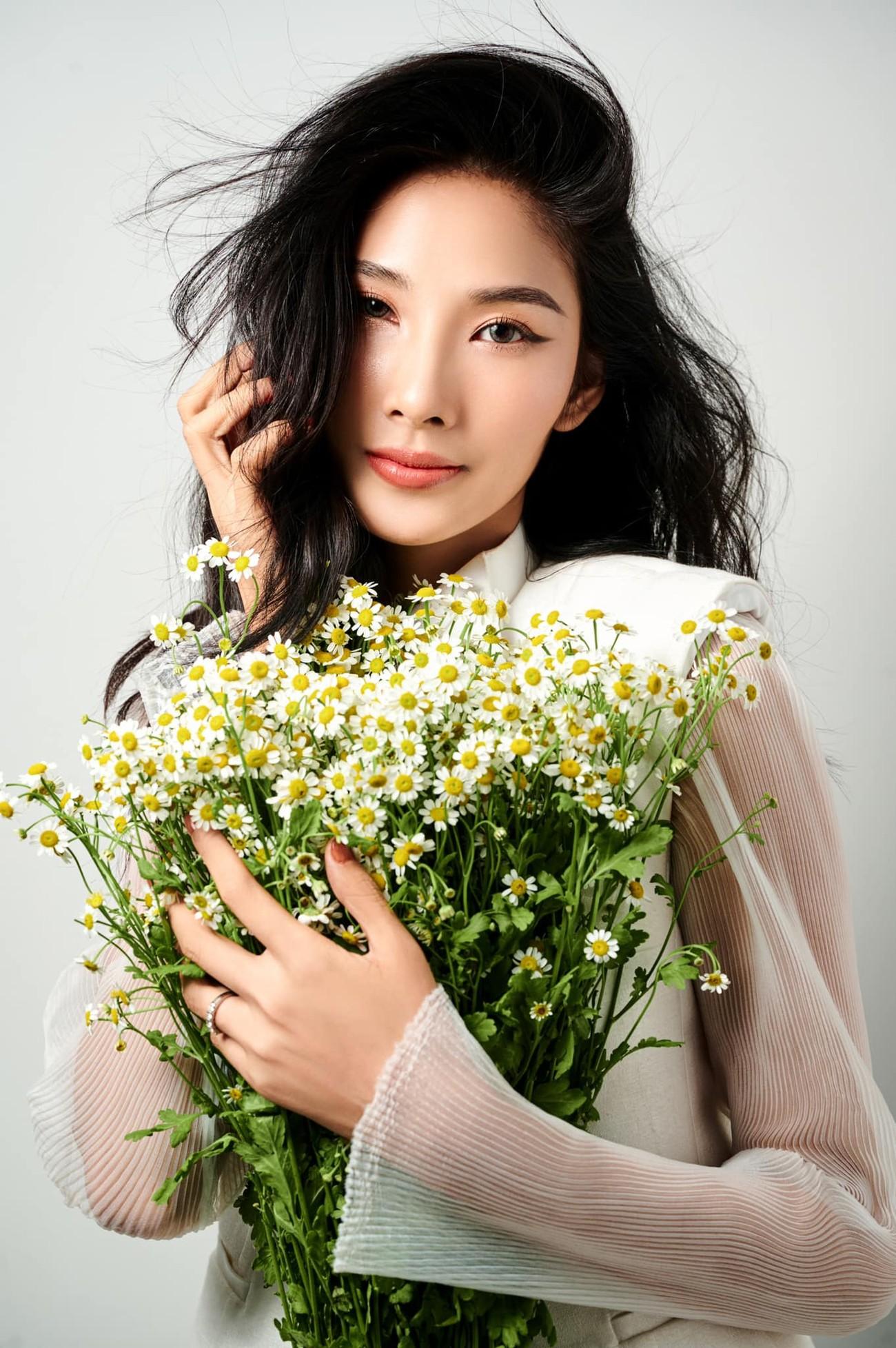 Á hậu Thuỳ Dung diện váy xẻ vòng 1 nóng bỏng, Ngọc Thảo bắt đầu 'bung lụa' tại Miss Grand ảnh 9