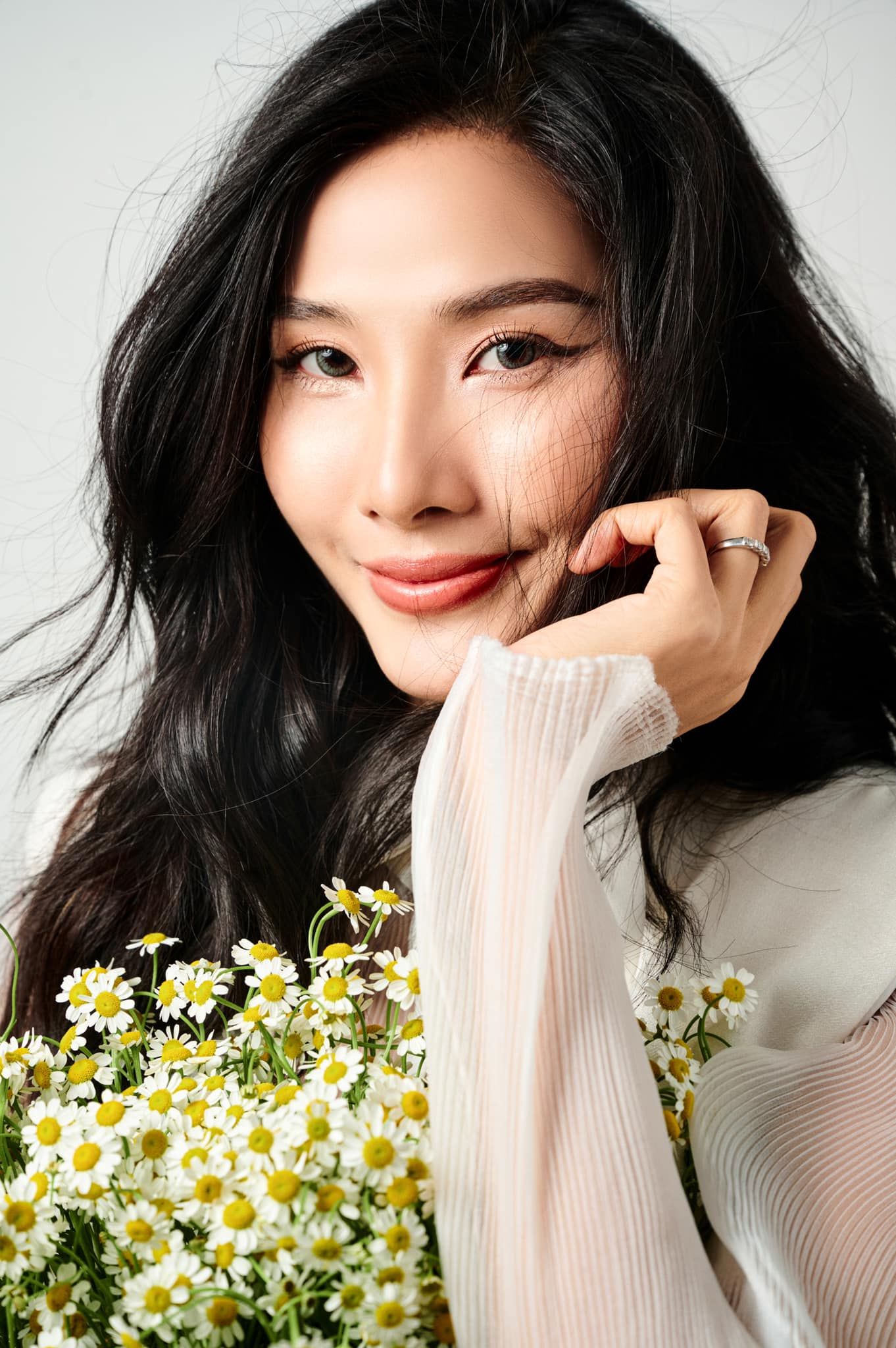 Á hậu Thuỳ Dung diện váy xẻ vòng 1 nóng bỏng, Ngọc Thảo bắt đầu 'bung lụa' tại Miss Grand ảnh 10