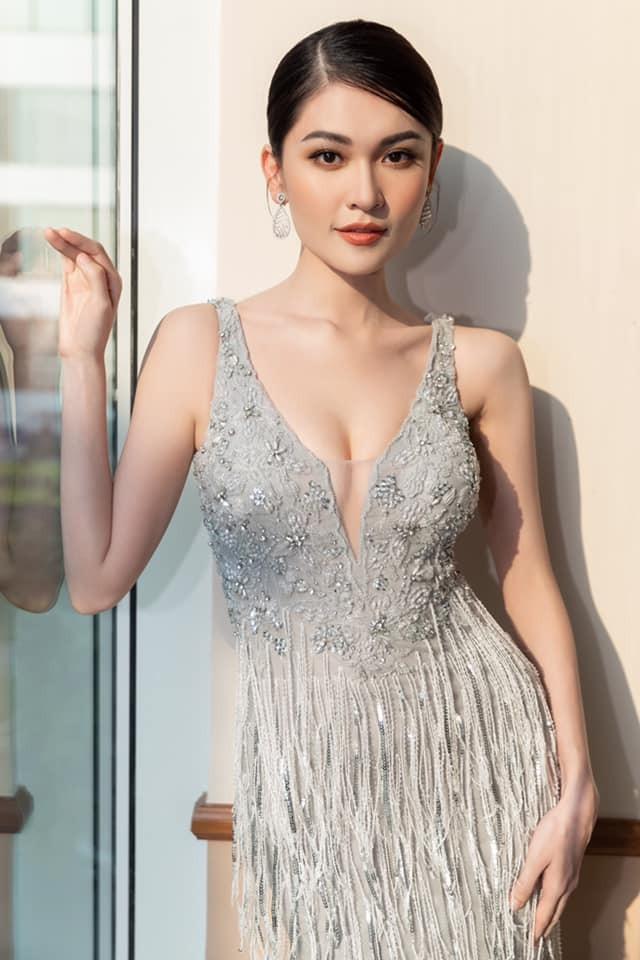 Á hậu Thuỳ Dung diện váy xẻ vòng 1 nóng bỏng, Ngọc Thảo bắt đầu 'bung lụa' tại Miss Grand ảnh 1