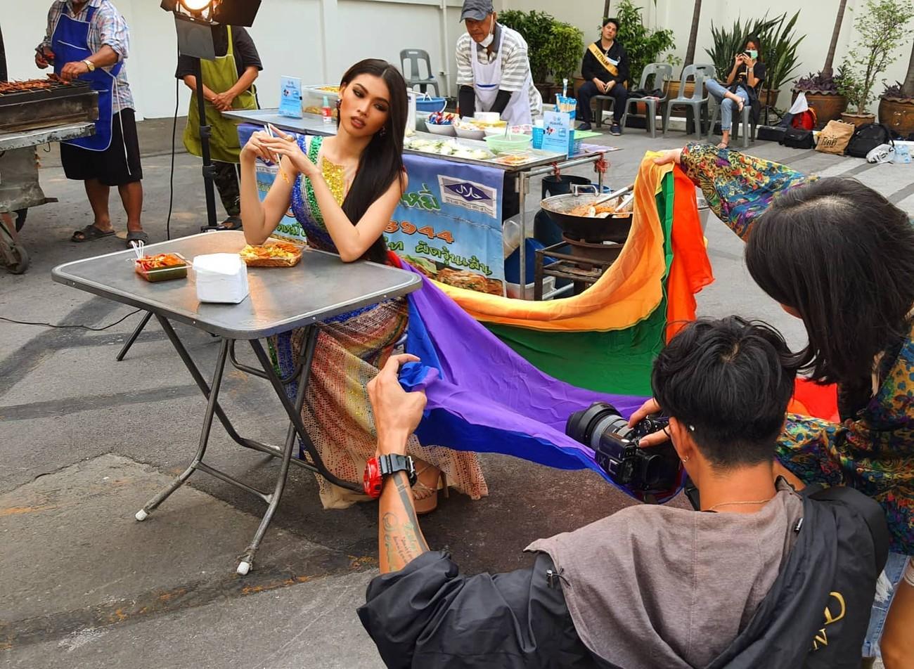 Mang váy lục sắc đi 'chinh chiến' quốc tế, Ngọc Thảo chiếm trọn spotlight ảnh 5