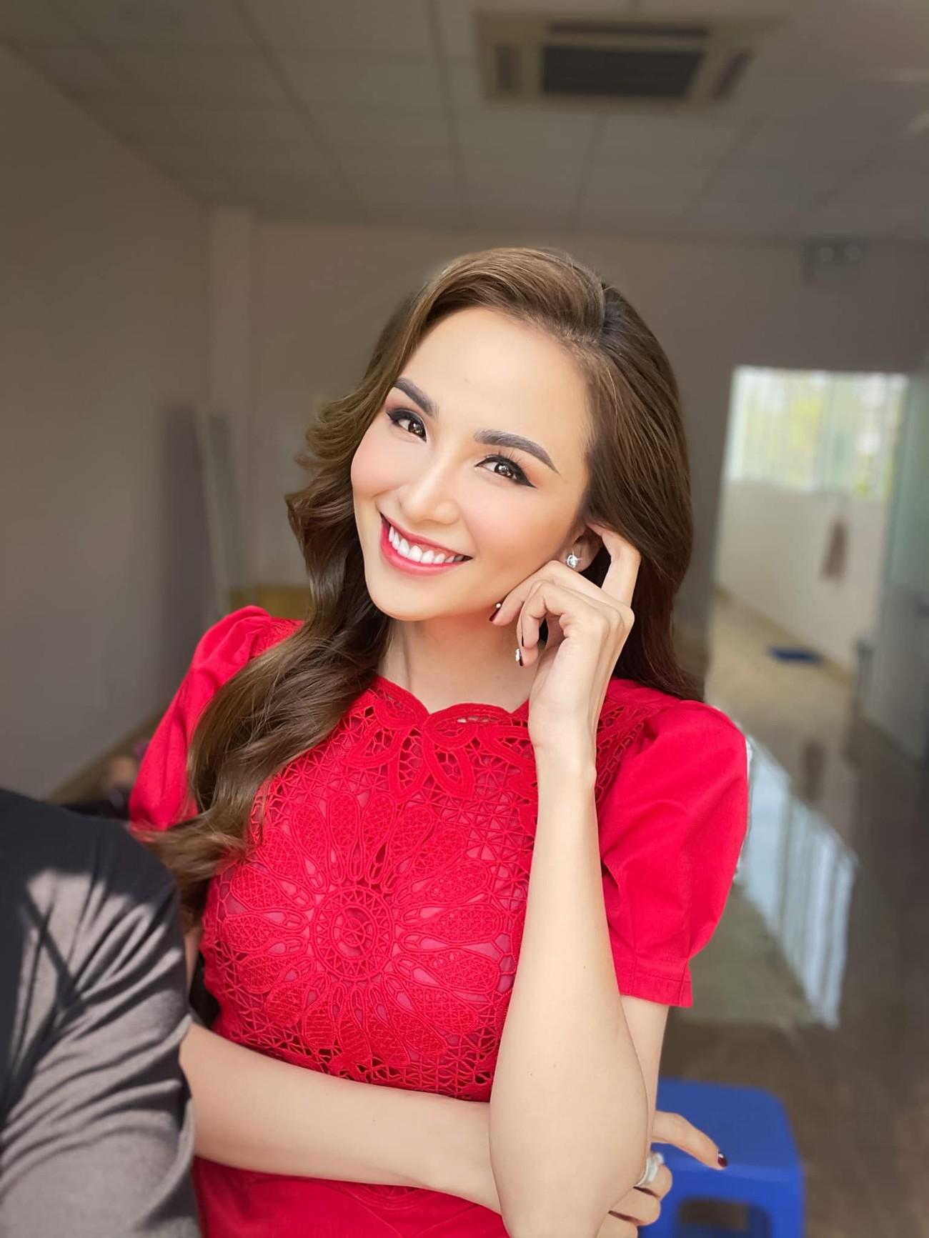 Á hậu Thuỳ Dung diện váy xẻ vòng 1 nóng bỏng, Ngọc Thảo bắt đầu 'bung lụa' tại Miss Grand ảnh 13