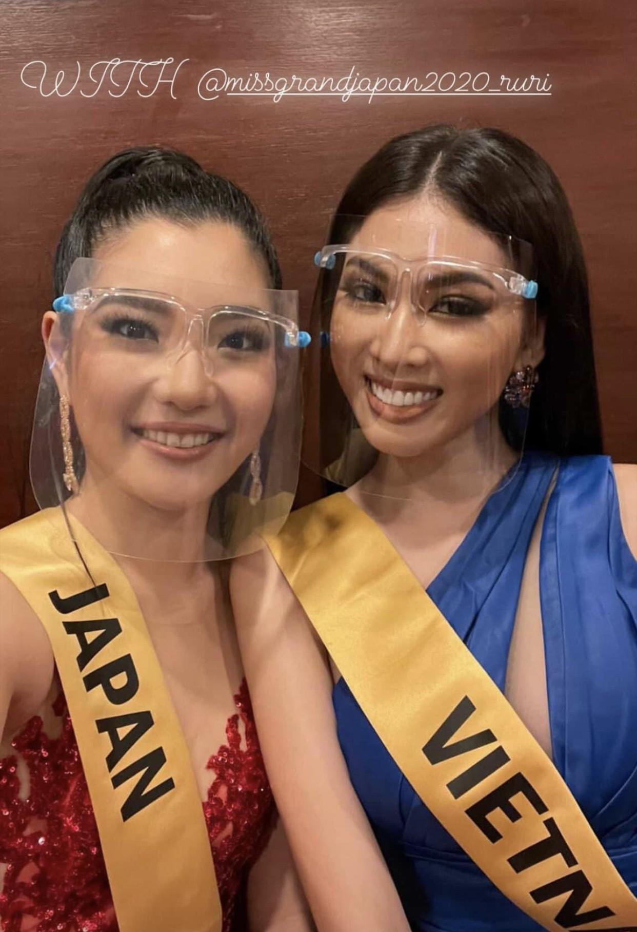 Á hậu Thuỳ Dung diện váy xẻ vòng 1 nóng bỏng, Ngọc Thảo bắt đầu 'bung lụa' tại Miss Grand ảnh 5