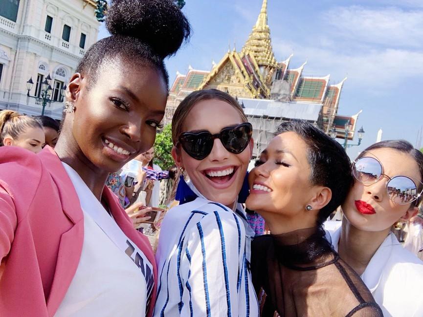 Mang váy lục sắc đi 'chinh chiến' quốc tế, Ngọc Thảo chiếm trọn spotlight ảnh 9