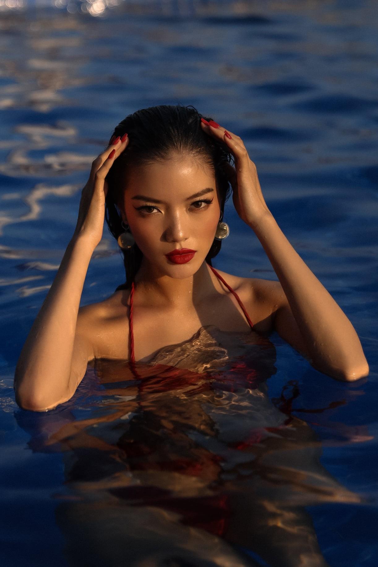 Người đẹp miền Tây của HHVN 2018 Lâm Bích Tuyền khoe dáng nóng bỏng với bikini ảnh 2