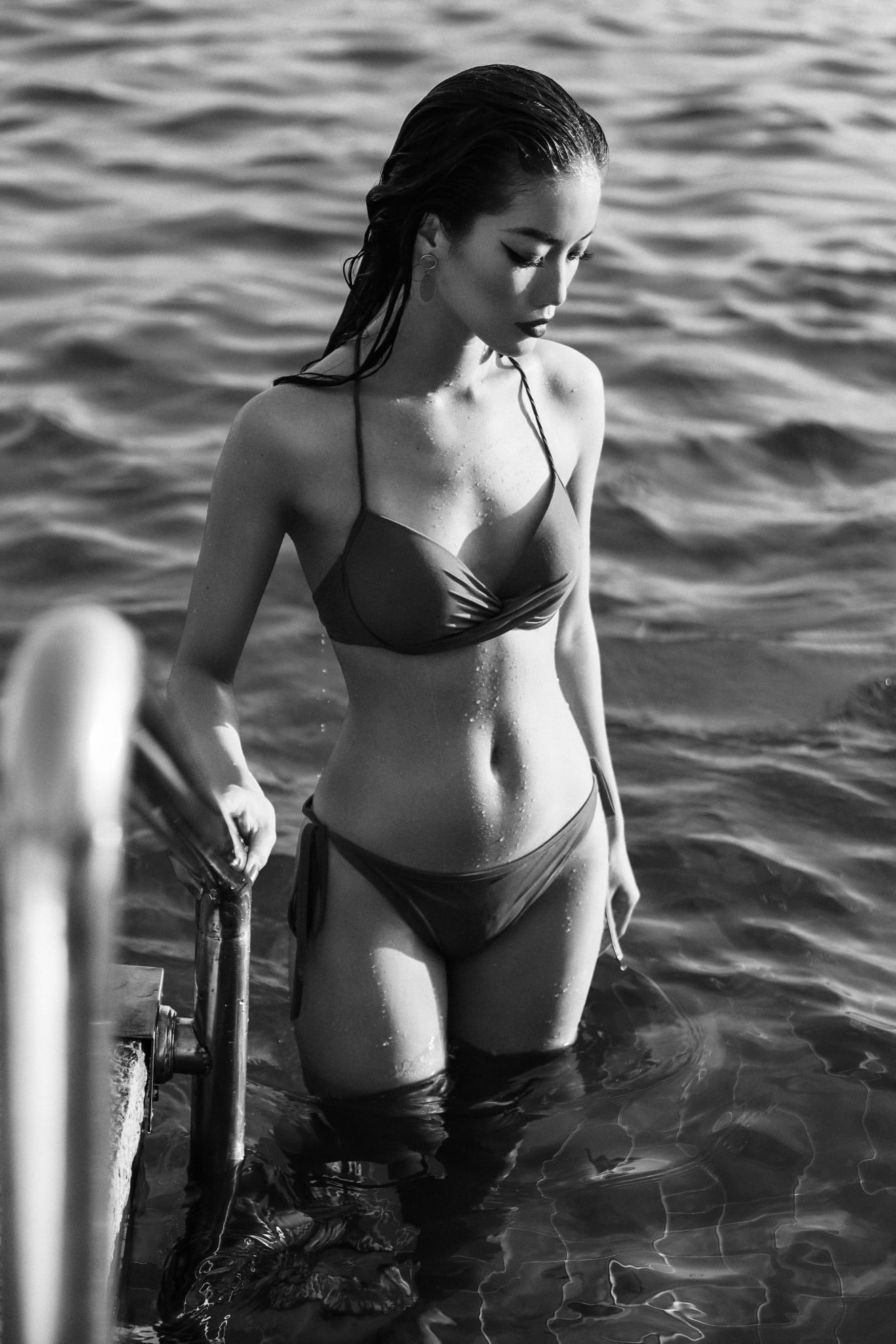 Người đẹp miền Tây của HHVN 2018 Lâm Bích Tuyền khoe dáng nóng bỏng với bikini ảnh 4