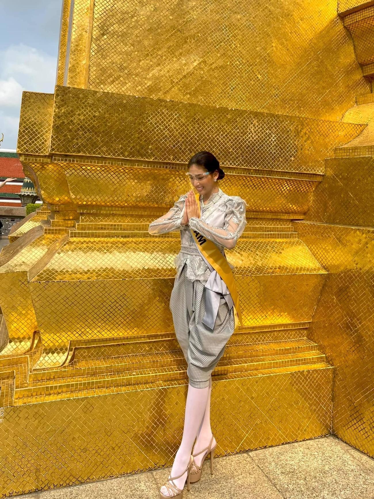 Ngày thứ 3 ở Miss Grand, Ngọc Thảo hoá gái Thái xinh đẹp đi vãn cảnh chùa Vàng ảnh 4