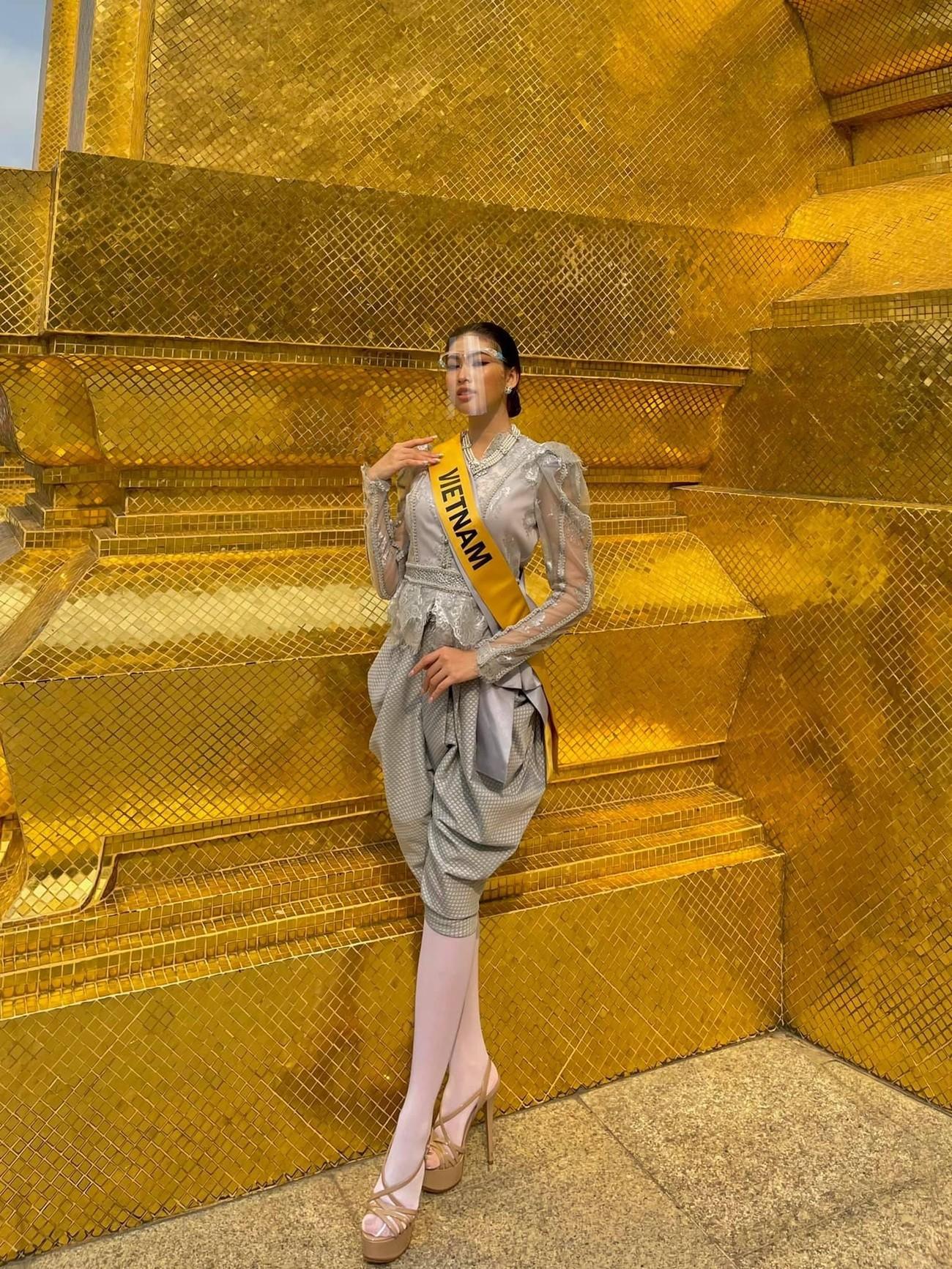 Ngày thứ 3 ở Miss Grand, Ngọc Thảo hoá gái Thái xinh đẹp đi vãn cảnh chùa Vàng ảnh 5