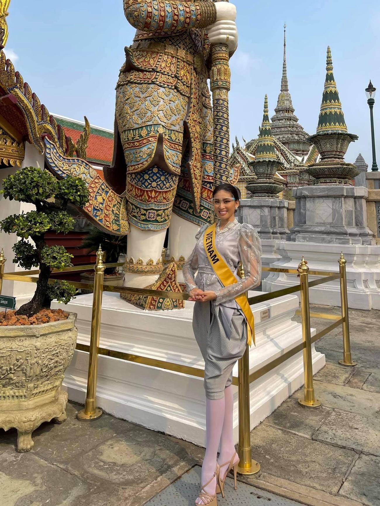 Ngày thứ 3 ở Miss Grand, Ngọc Thảo hoá gái Thái xinh đẹp đi vãn cảnh chùa Vàng ảnh 7