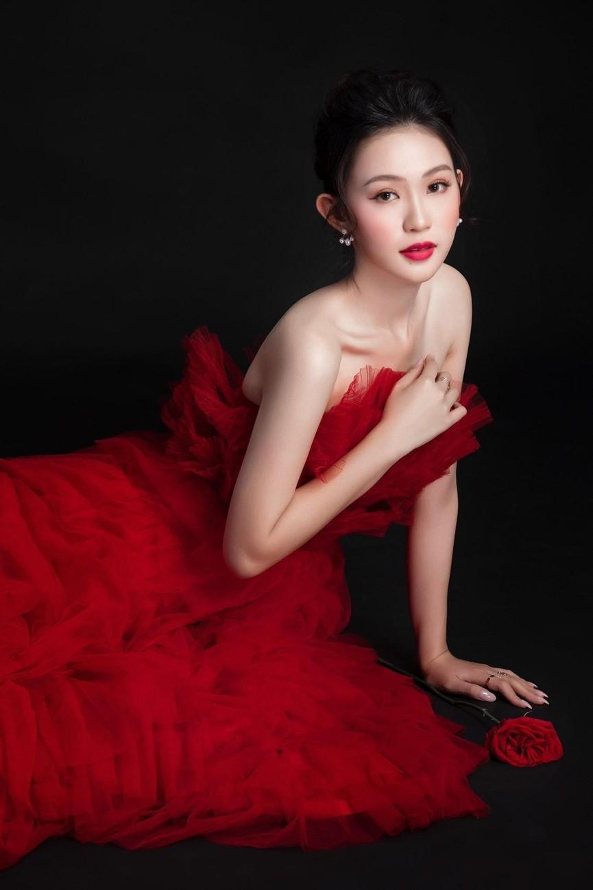 Nhan sắc những người đẹp Hoa hậu Việt Nam được ví là 'bản sao' của người nổi tiếng ảnh 5