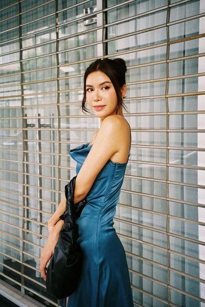 Hoa hậu Đỗ Thị Hà diện váy vàng gold cắt xẻ sexy, khoe loạt thần thái 'đỉnh cao' ảnh 10