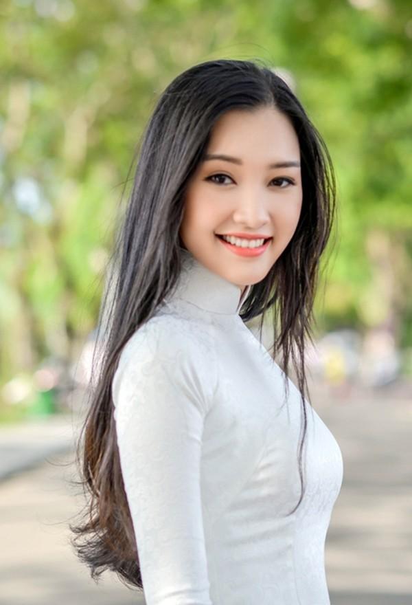 Vẻ đẹp mong manh tựa sương mai của những 'nàng thơ xứ Huế' từng thi Hoa hậu Việt Nam ảnh 4