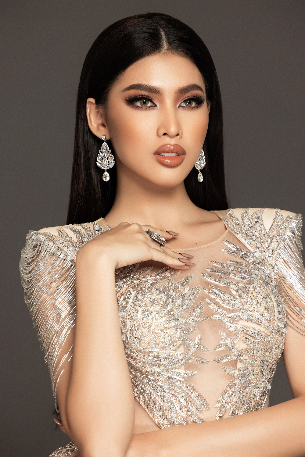 Lộ diện váy dạ hội mang thông điệp hòa bình của Ngọc Thảo tại bán kết Miss Grand ảnh 6