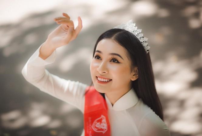 Vẻ đẹp mong manh tựa sương mai của những 'nàng thơ xứ Huế' từng thi Hoa hậu Việt Nam ảnh 3