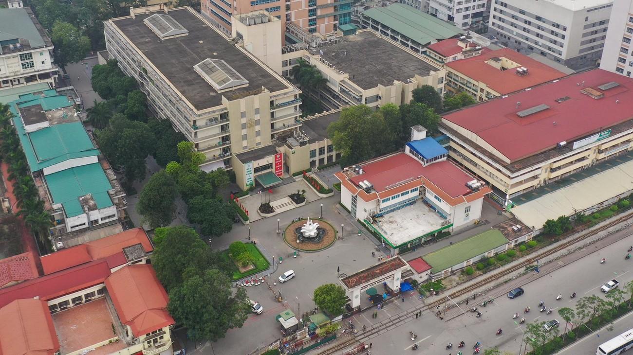 Bệnh viện Bạch Mai ngày đầu 'nội bất xuất, ngoại bất nhập' ảnh 12