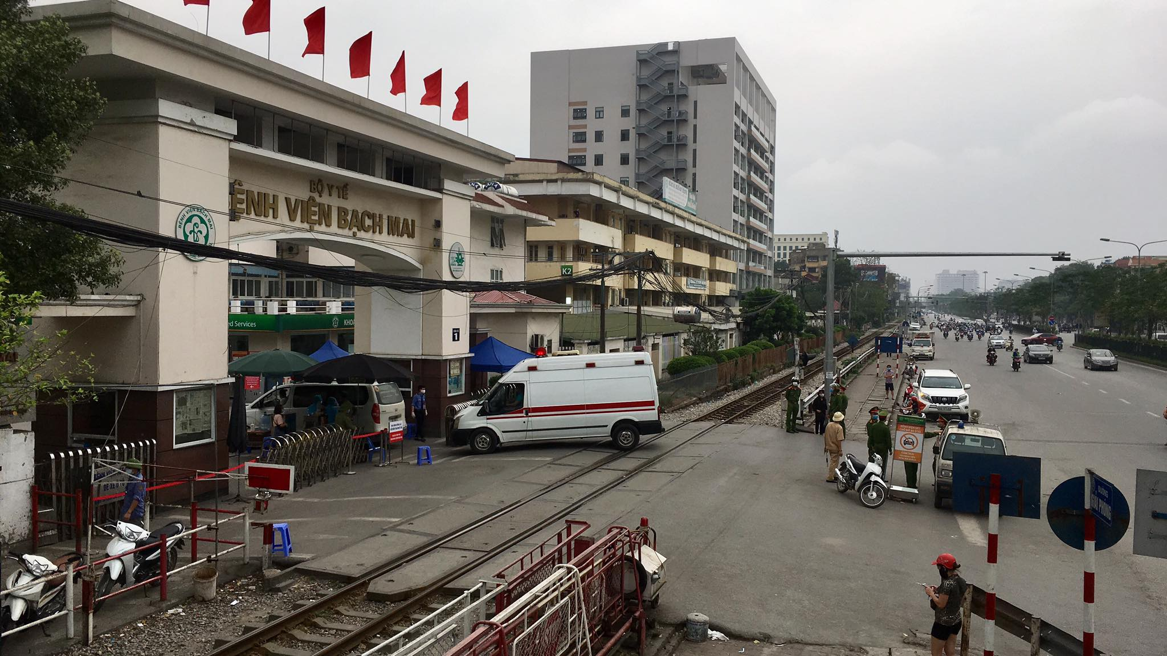 Bệnh viện Bạch Mai ngày đầu 'nội bất xuất, ngoại bất nhập' ảnh 7