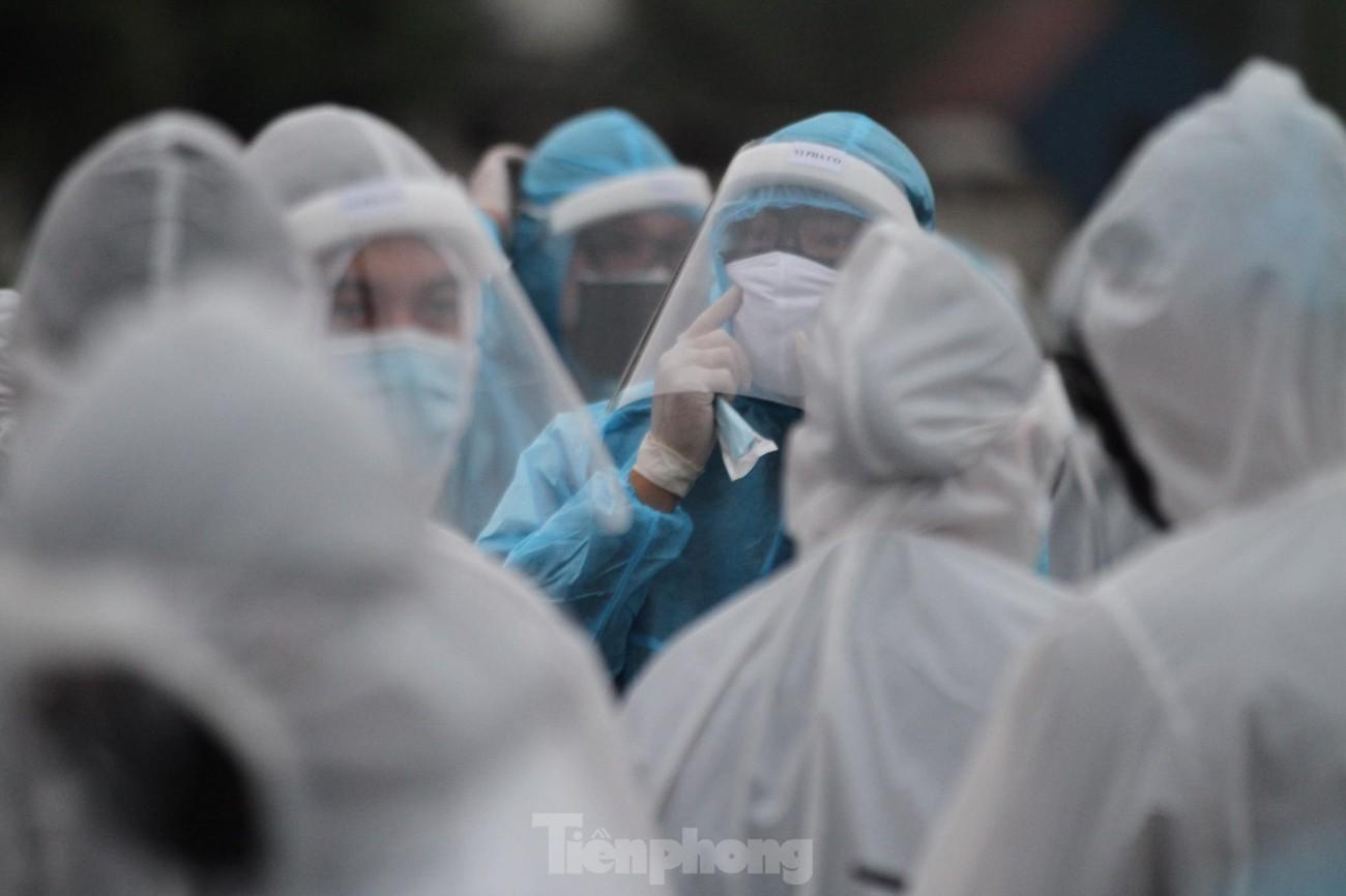 Binh chủng Hóa học huy động 10 phương tiện đặc chủng tẩy độc Bệnh viện Bạch Mai ảnh 8