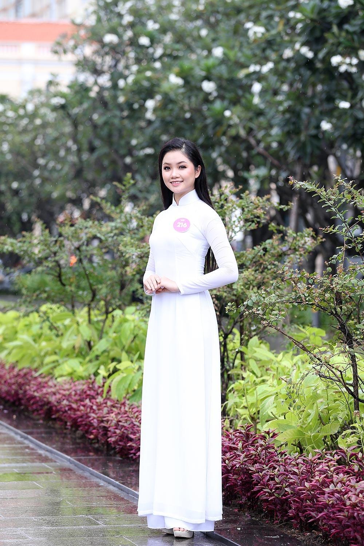 Thí sinh Hoa hậu khiến du khách ngẩn ngơ trên phố đi bộ ảnh 8
