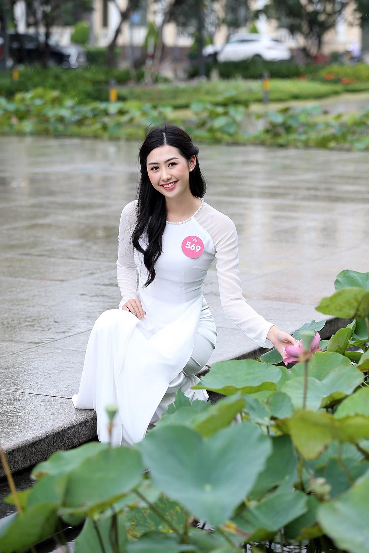 Thí sinh Hoa hậu khiến du khách ngẩn ngơ trên phố đi bộ ảnh 4