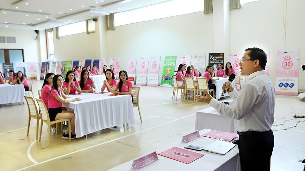 Lớp học nói trước đám đông của thí sinh Hoa hậu Việt Nam ảnh 4
