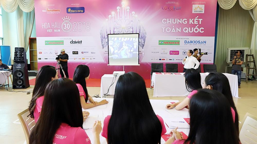 Lớp học nói trước đám đông của thí sinh Hoa hậu Việt Nam ảnh 2
