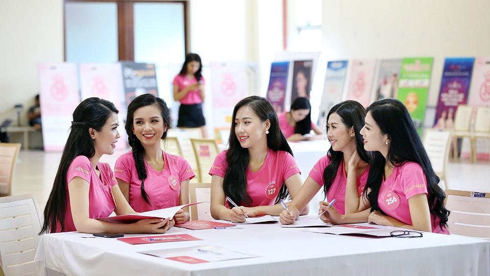 Lớp học nói trước đám đông của thí sinh Hoa hậu Việt Nam ảnh 5
