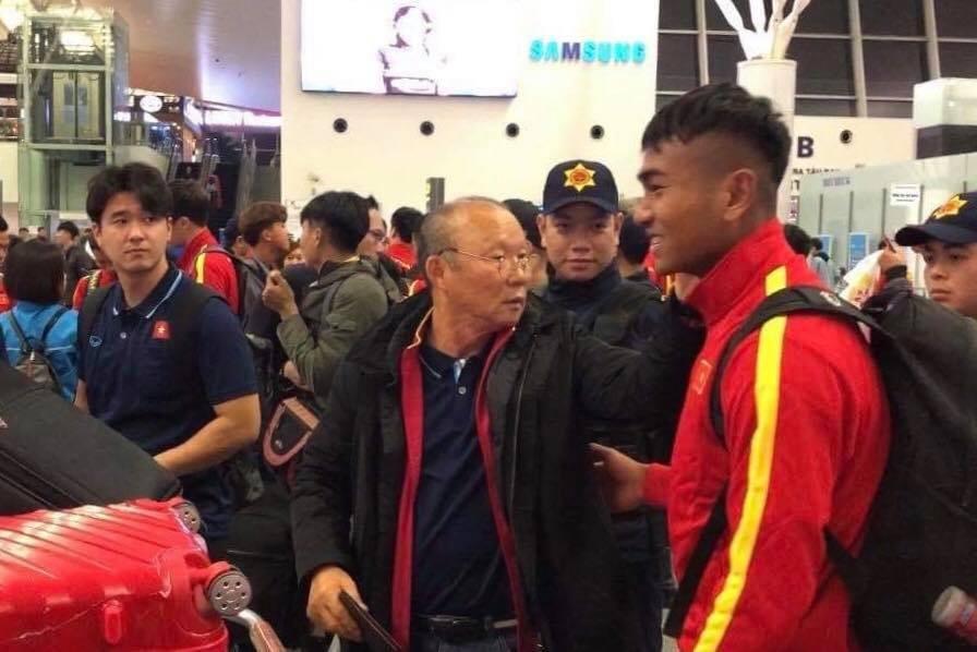 U23 Việt Nam sang Hàn Quốc tập huấn lúc nửa đêm ảnh 2