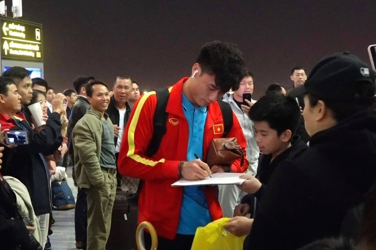 U23 Việt Nam sang Hàn Quốc tập huấn lúc nửa đêm ảnh 10
