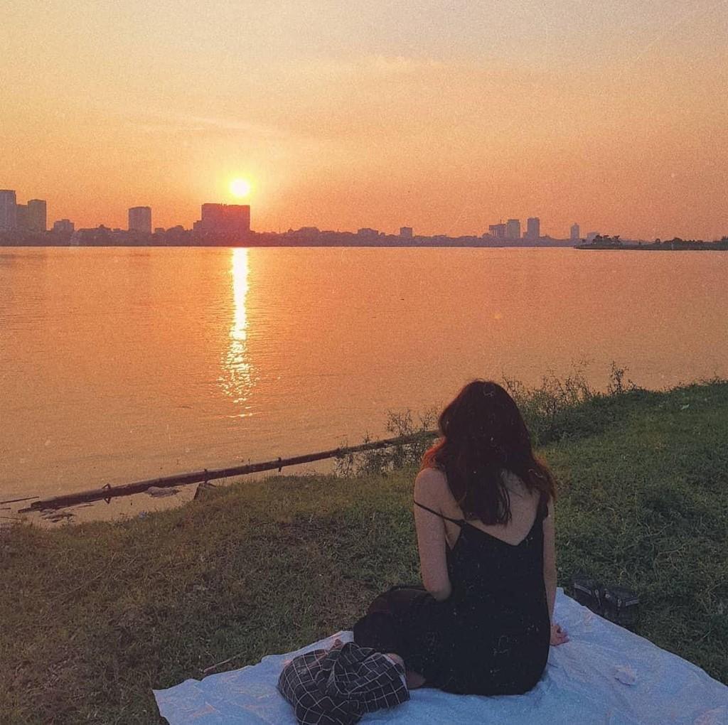 """Gác lại âu lo, cùng ngắm hoàng hôn tại những địa điểm cực """"chill"""" tại Hà Nội ảnh 11"""