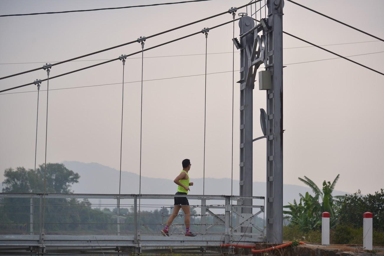 Cây cầu treo độc đáo trên đường chạy Tiền Phong Marathon 2021 ảnh 3