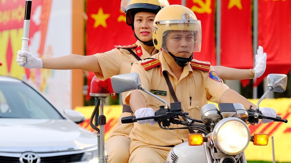 Vẻ đẹp của 'bóng hồng' cảnh sát giao thông Hà Nam ảnh 3