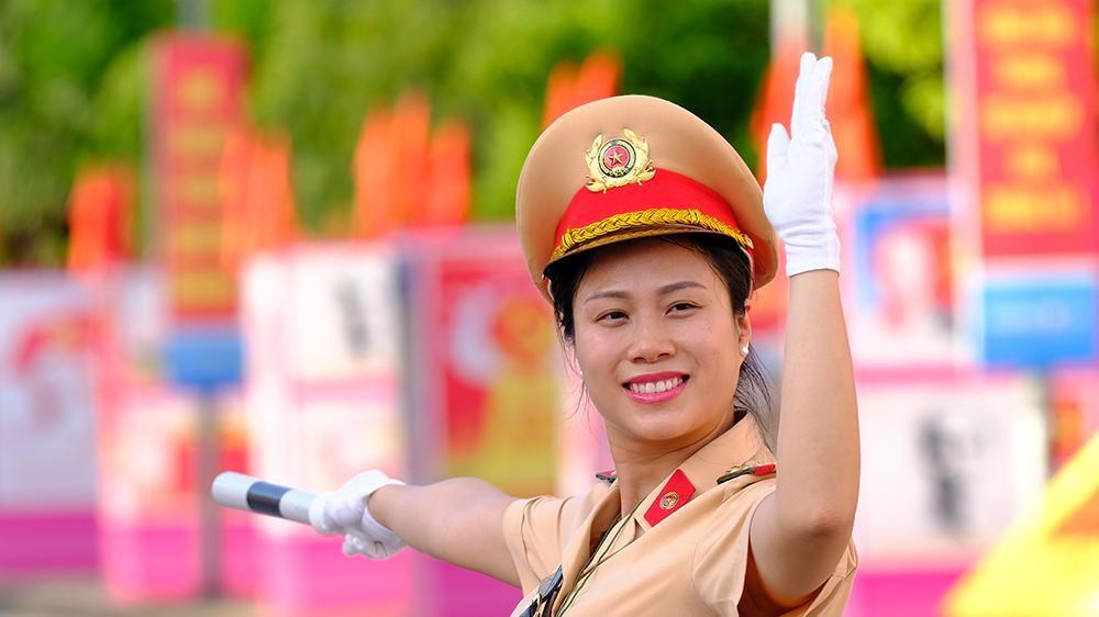 Vẻ đẹp của 'bóng hồng' cảnh sát giao thông Hà Nam ảnh 6
