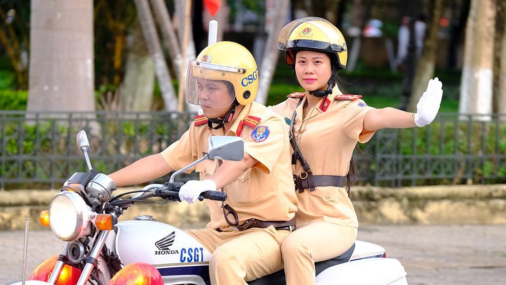 Vẻ đẹp của 'bóng hồng' cảnh sát giao thông Hà Nam ảnh 2