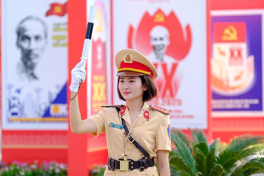 Vẻ đẹp của 'bóng hồng' cảnh sát giao thông Hà Nam ảnh 7