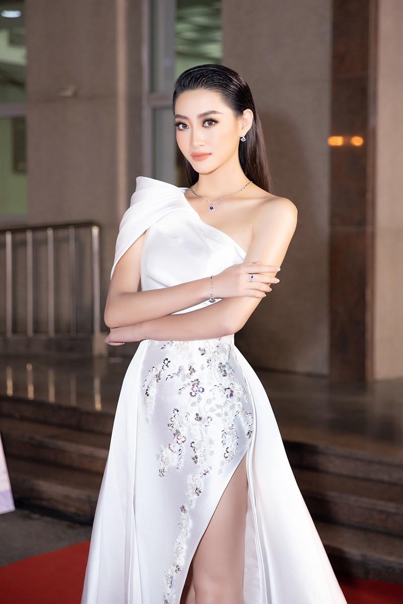 Hoa hậu Tiểu Vy cùng dàn người đẹp khoe sắc trên thảm đỏ Bán kết Hoa Hậu Việt Nam 2020 ảnh 4
