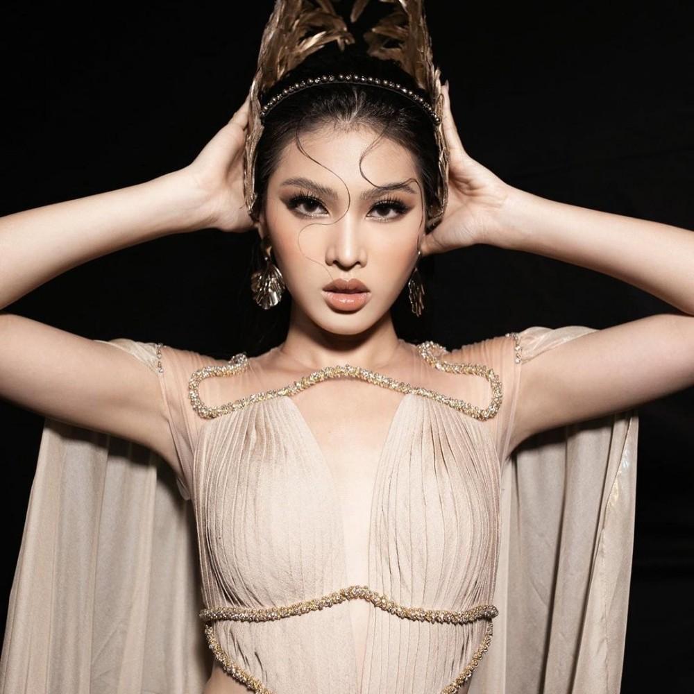 Hoa hậu Đỗ Thị Hà cùng 2 Á hậu khoe thần thái ngút ngàn trong ảnh hậu trường BST Nữ thần ảnh 8