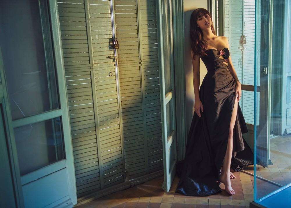 Hoa hậu Lương Thùy Linh khoe đôi chân 1m22 thon dài hiếm có trong bộ ảnh thời trang mới ảnh 7