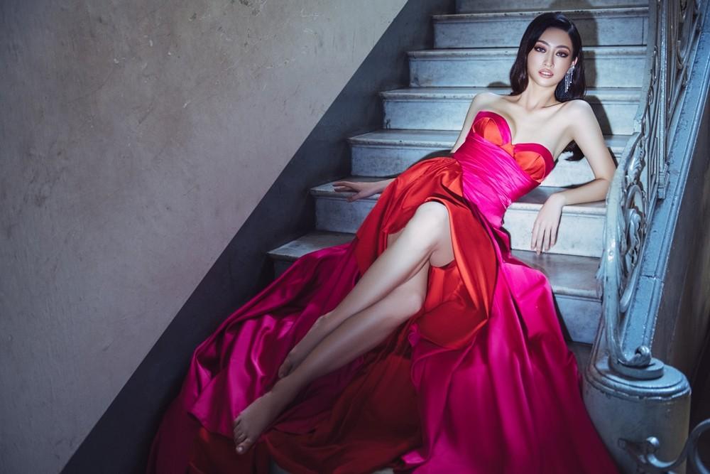 Hoa hậu Lương Thùy Linh khoe đôi chân 1m22 thon dài hiếm có trong bộ ảnh thời trang mới ảnh 4