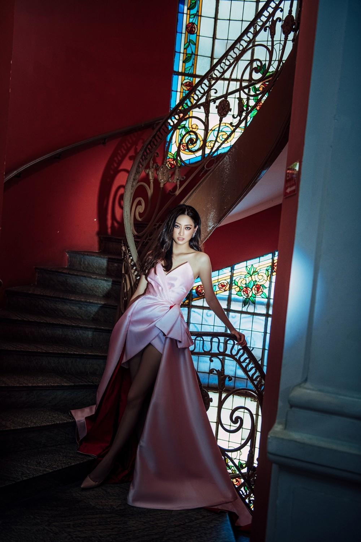 Hoa hậu Lương Thùy Linh khoe đôi chân 1m22 thon dài hiếm có trong bộ ảnh thời trang mới ảnh 8