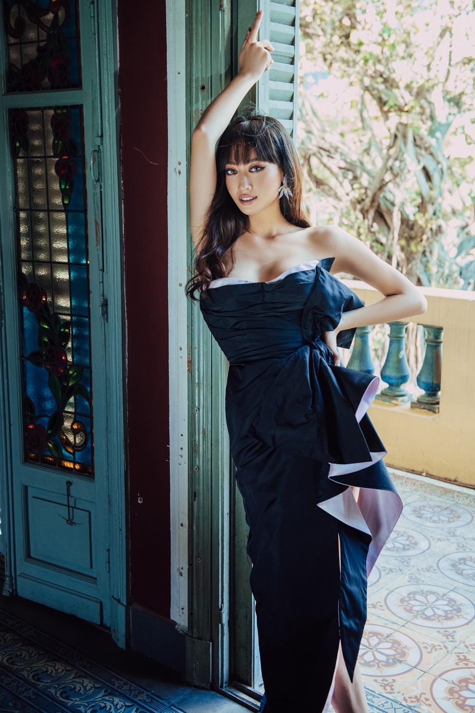 Hoa hậu Lương Thùy Linh khoe đôi chân 1m22 thon dài hiếm có trong bộ ảnh thời trang mới ảnh 3
